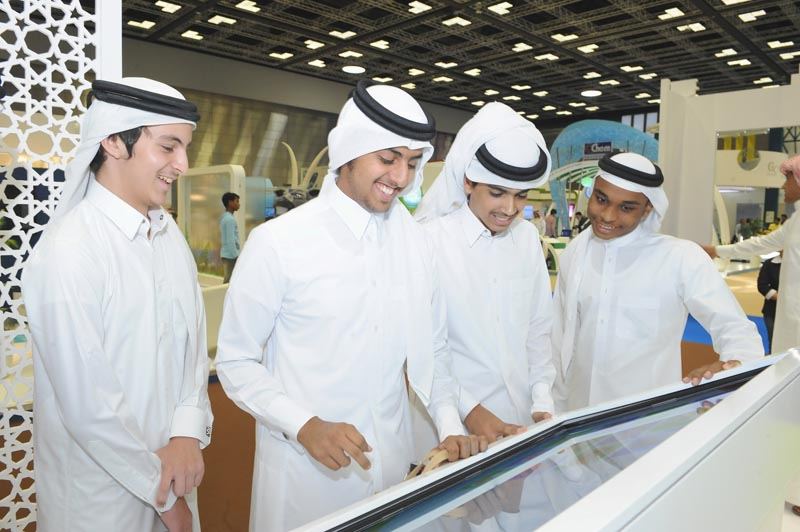 Qatargas attracts hundreds of visitors1[qatarisbooming.com].jpg