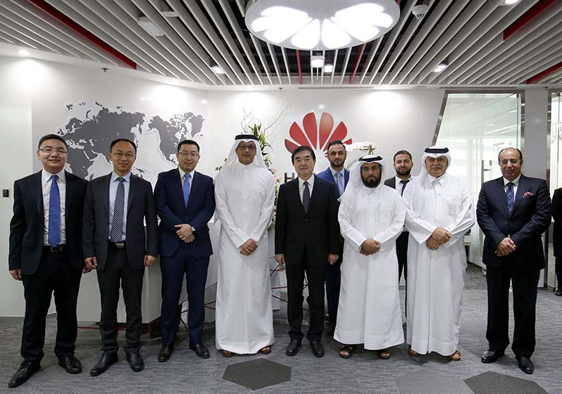 Huawei becomes one of the 3 [qatarisbooming.com].jpg